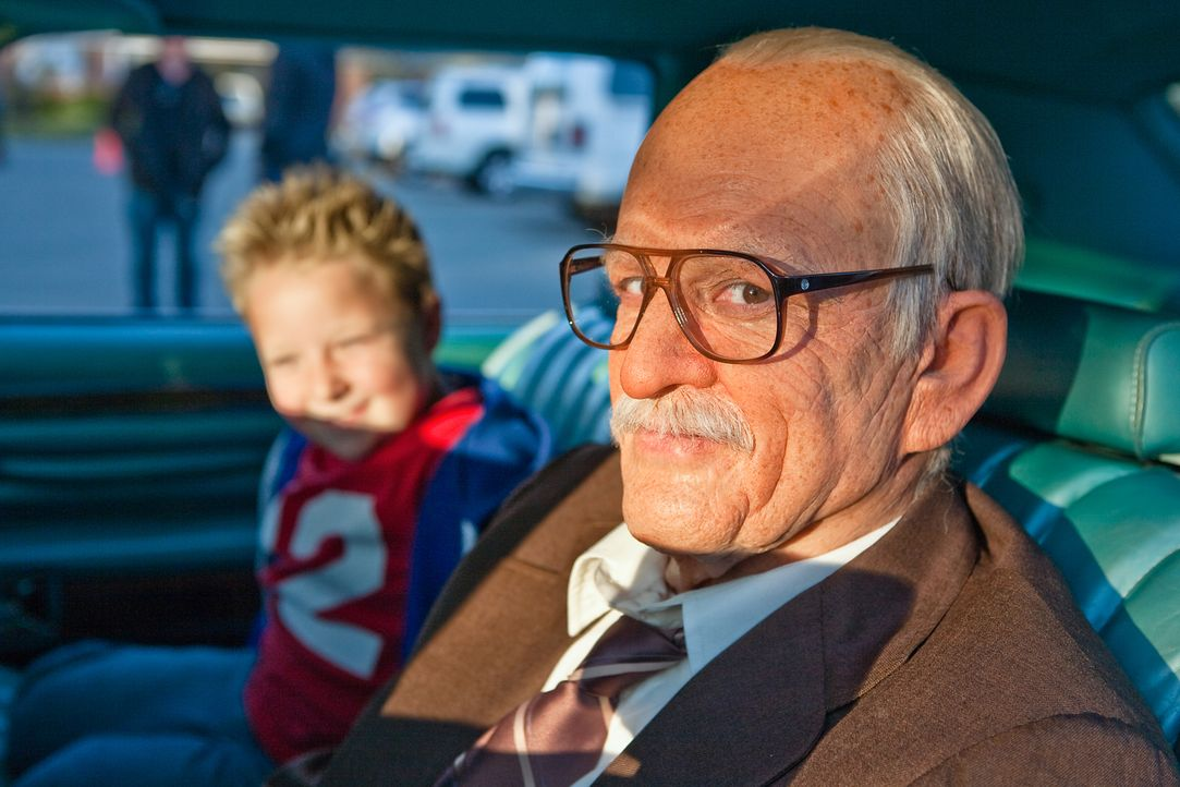 Führen nichts Gutes im Schilde: der 86-jährige Irving (Johnny Knoxville, r.) und sein Enkel Billy (Jackson Nicoll, l.) ... - Bildquelle: Sean Cliver MMXIII Paramount Pictures Corporation.  All Rights Reserved.