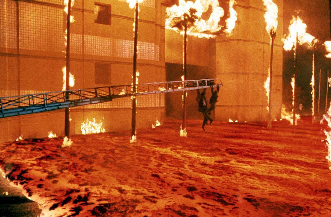 Lavamassen begraben die Millionenstadt Los Angeles unter sich ... - Bildquelle: 20th Century Fox