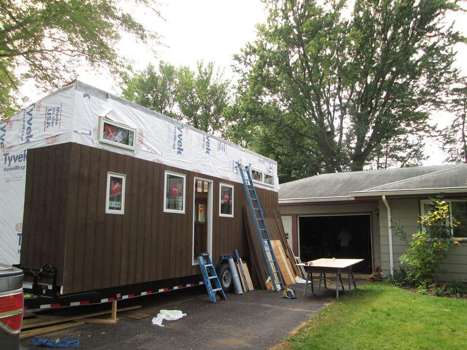 Werden Joe und April mit ihrem kleinen Haus am Ende zufrieden sein? - Bildquelle: 2016, HGTV/Scripps Networks, LLC. All Rights Reserved.