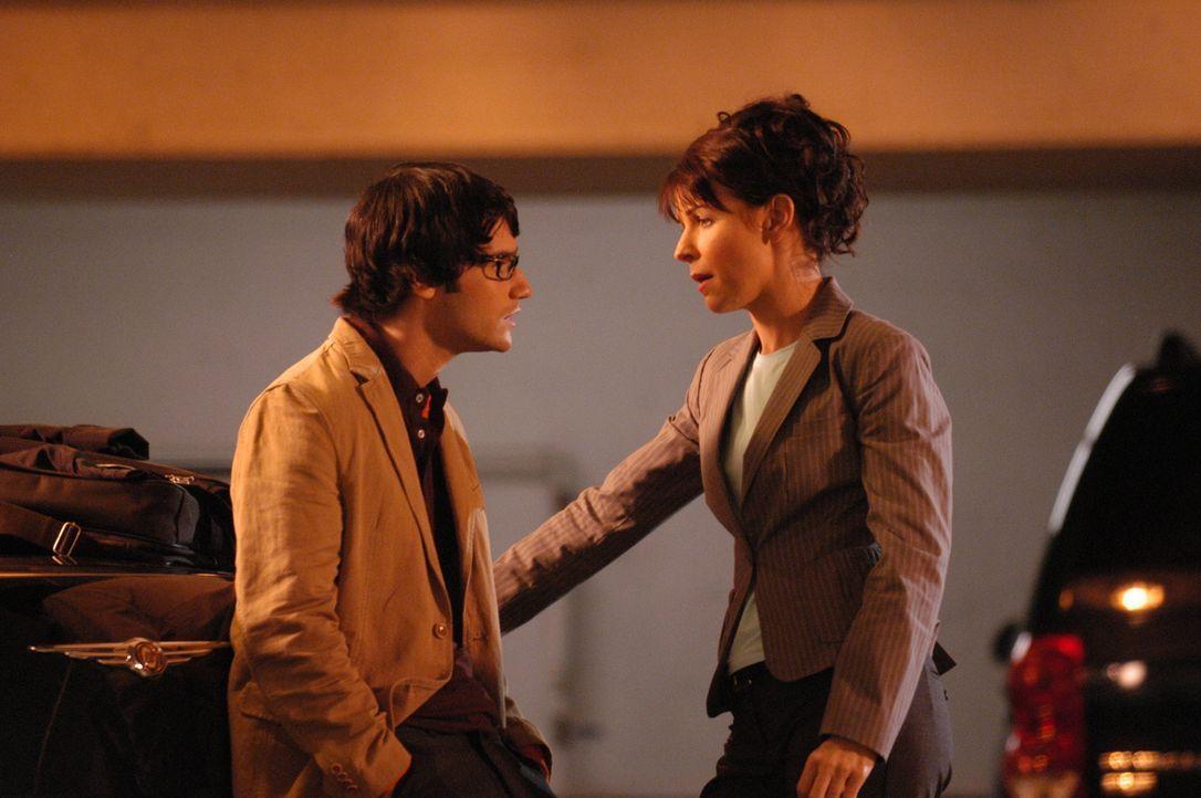 Ahnen noch nicht wer der Mörder von Jordan Collier ist: Marco (Richard Kahan, l.) und Diana (Jacqueline McKenzie, r.) ... - Bildquelle: Viacom Productions Inc.