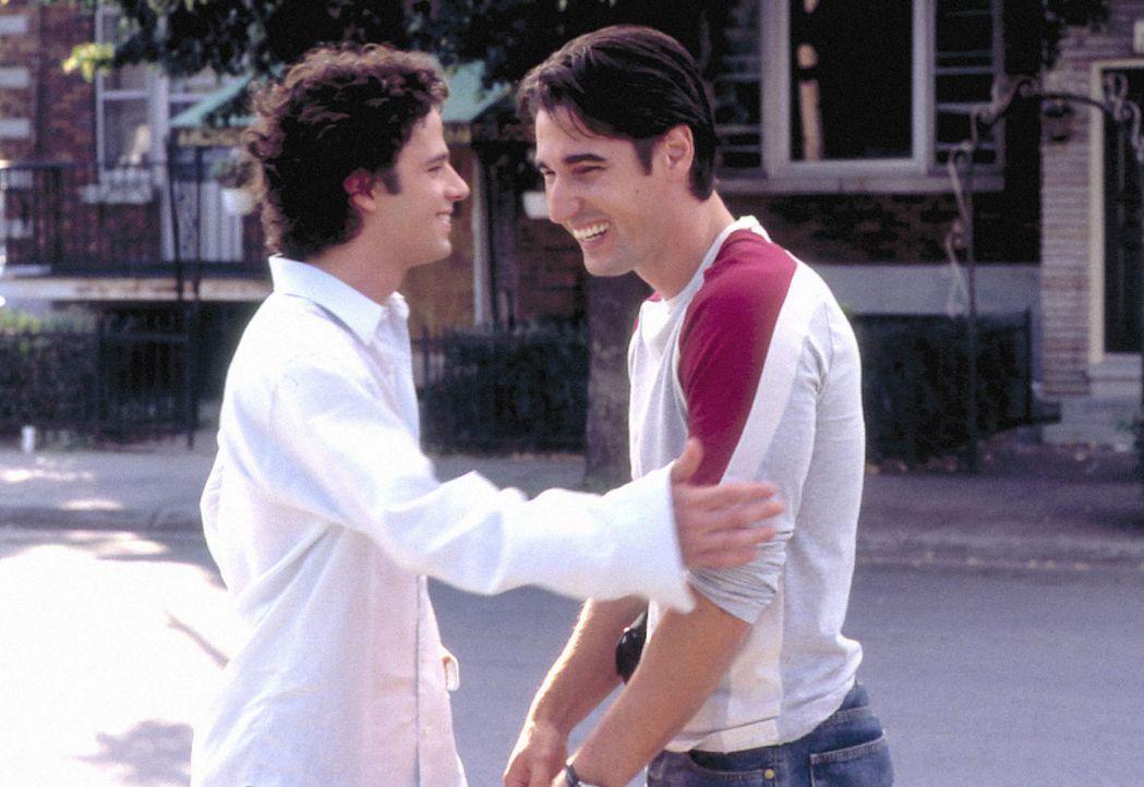 Angelo Barberini (Luke Kirby, l.) hat genug von den Bevormundungen und der erdrückenden Liebe von Mama Maria und Papa Gino. Er verlässt sein Elter... - Bildquelle: Samuel Goldwyn Films