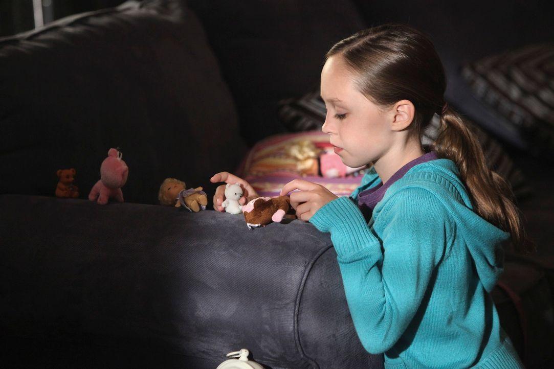 Während Pete und Amelia eine schwangere Frau behandeln, die große Schmerzen hat, erscheint Dells Tochter Betsy (Hailey Sole) in der Oceanside Well... - Bildquelle: ABC Studios