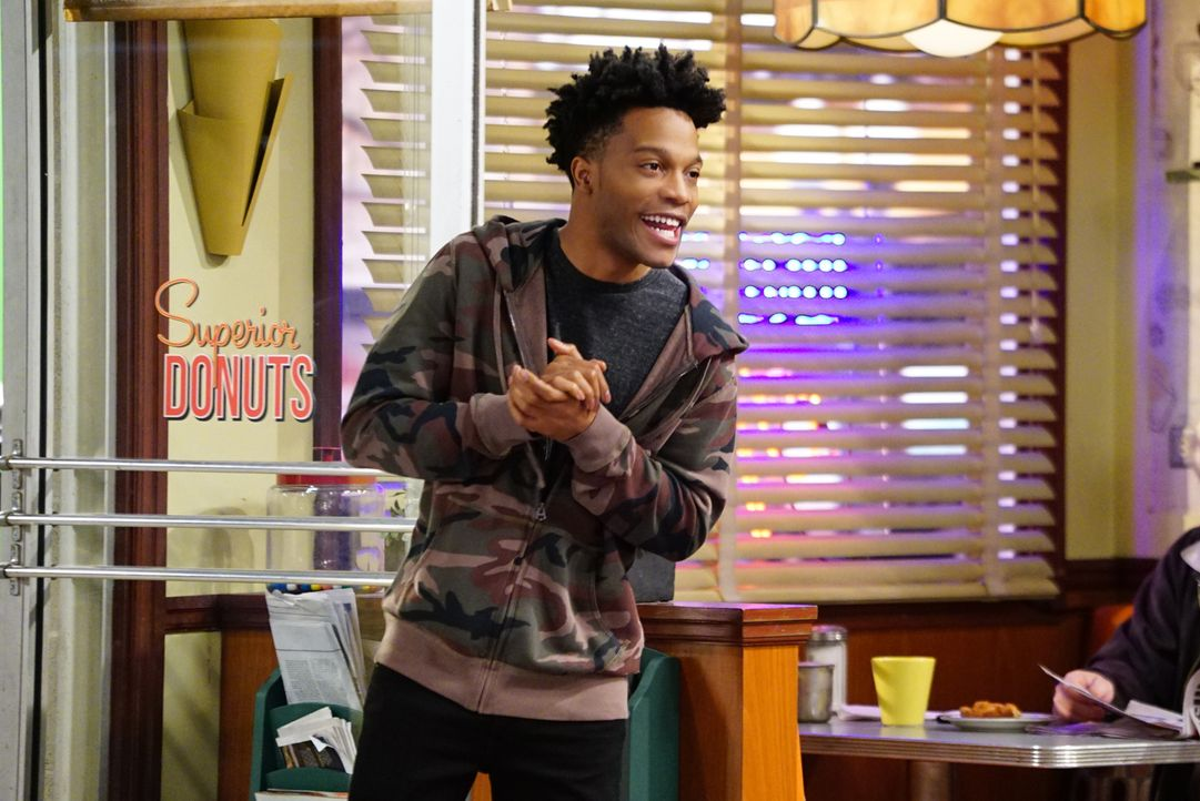 Bekommt Beziehungstipps von Arthur: Franco (Jermaine Fowler) ... - Bildquelle: Sonja Flemming 2017 CBS Broadcasting, Inc. All Rights Reserved