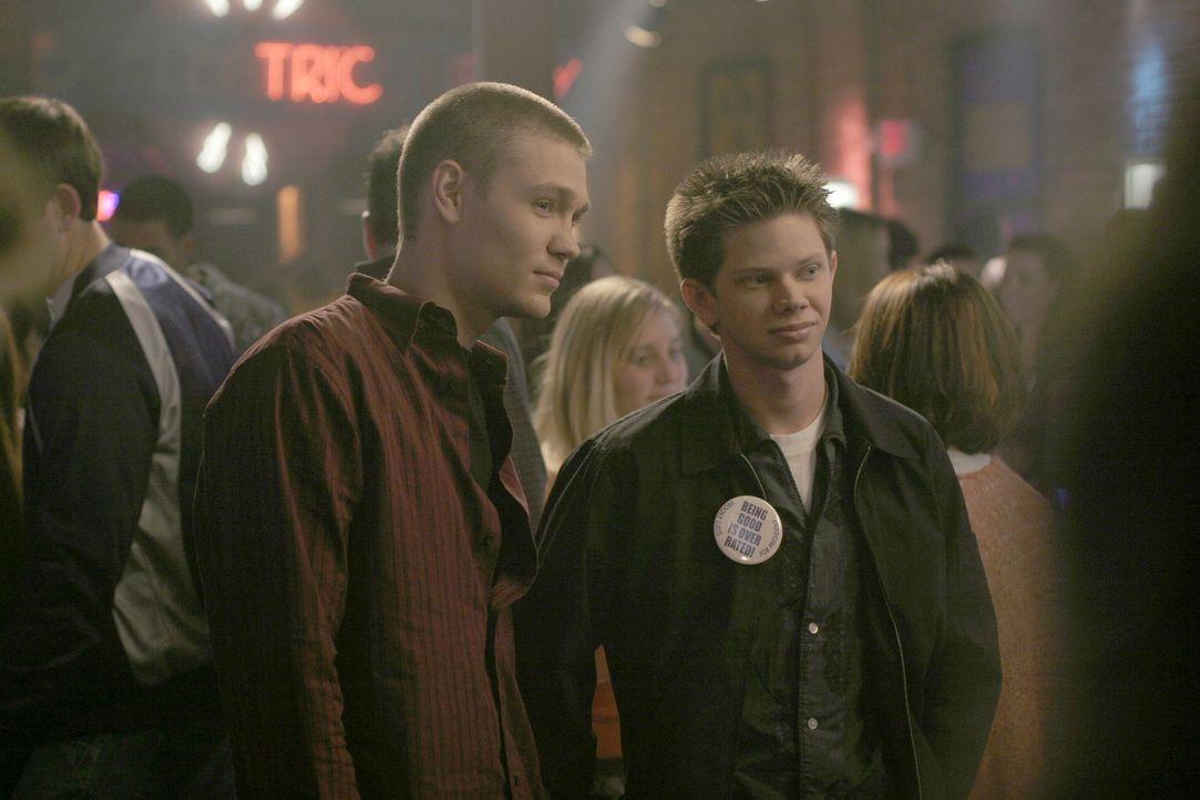 Mouth (Lee Norris, r.) und Lucas (Chad Michael Murray, l.) unterstützen Brooke im Wahlkampf zur Schulpräsidentin ... - Bildquelle: Warner Bros. Pictures