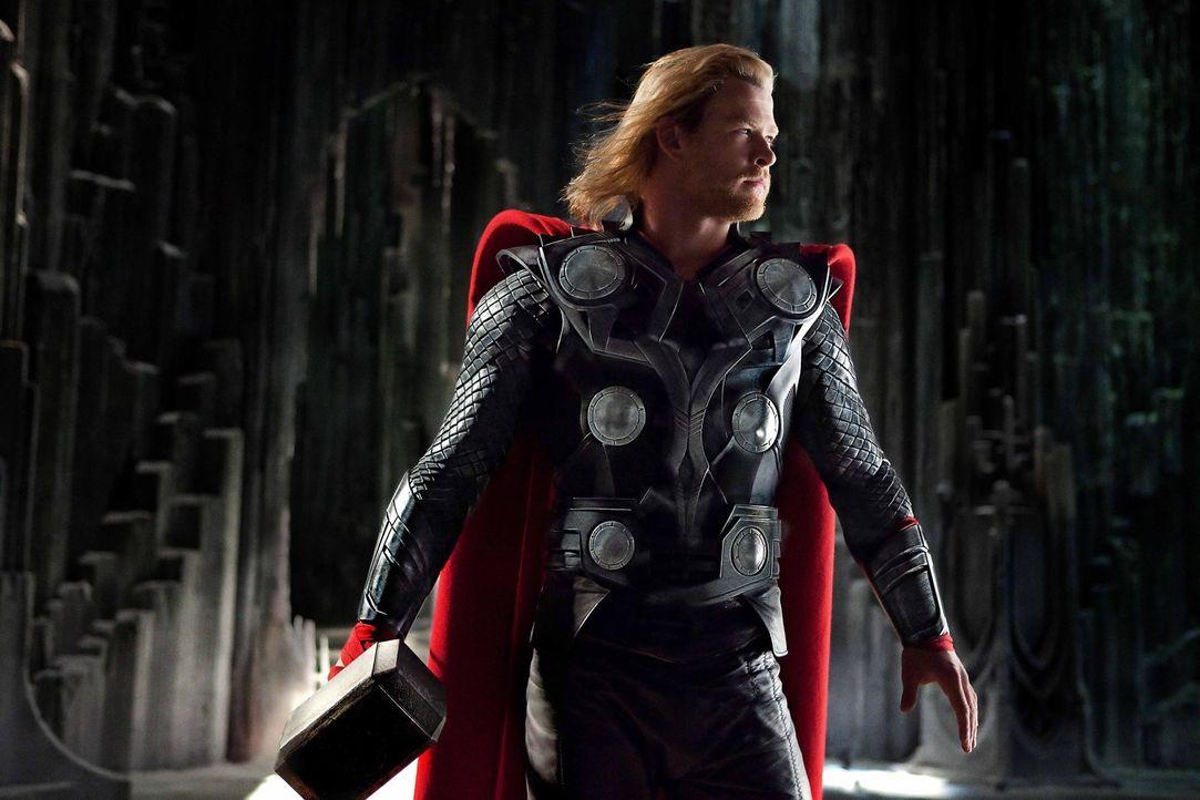 Als Kämpfer geboren, setzt sich Thor (Chris Hemsworth) für sein rechtmäßiges Königreich ein, aber lernt auf der Erde zusätzlich was es heißt, ein wü... - Bildquelle: 2011 MVLFFLLC. TM &   2011 Marvel. All Rights Reserved.