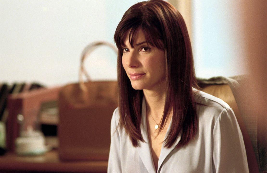 Die idealistische Harvard-Absolventin Lucy Kelson (Sandra Bullock) lässt sich von dem steinreichen Grundstücksmakler George Wade überreden, als Chef... - Bildquelle: Warner Bros.