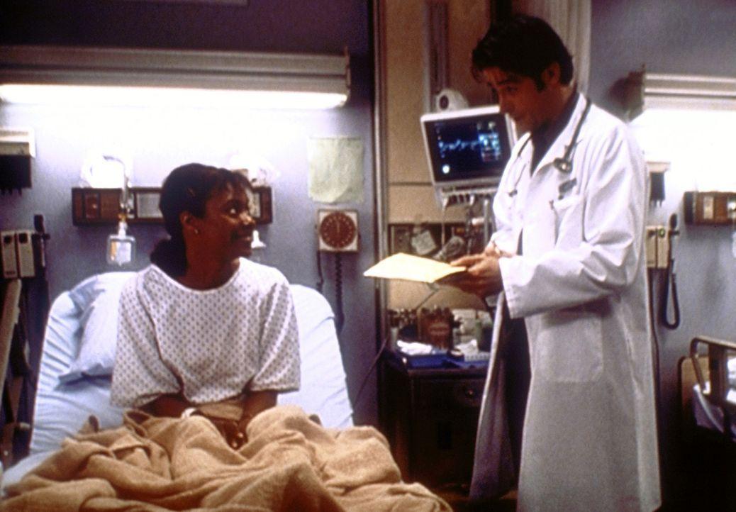 Dr. Kovac (Goran Visnjic, r.) muss Sonya (Leslie Silva, l.) mitteilen, dass die geplante Nierentransplantation eine Gefahr für ihr ungeborenes Baby... - Bildquelle: TM+  2000 WARNER BROS.