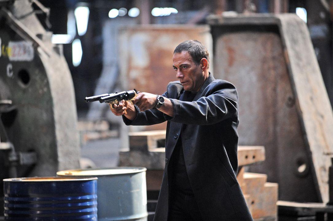 Eines Tages muss der abgebrühte Profikiller Brazil (Jean-Claude Van Damme) gemeinsame Sache mit einem Auftragskiller des Geheimdienstes machen, um e... - Bildquelle: 2011 Destination Films Distribution Company, Inc. All Rights Reserved.