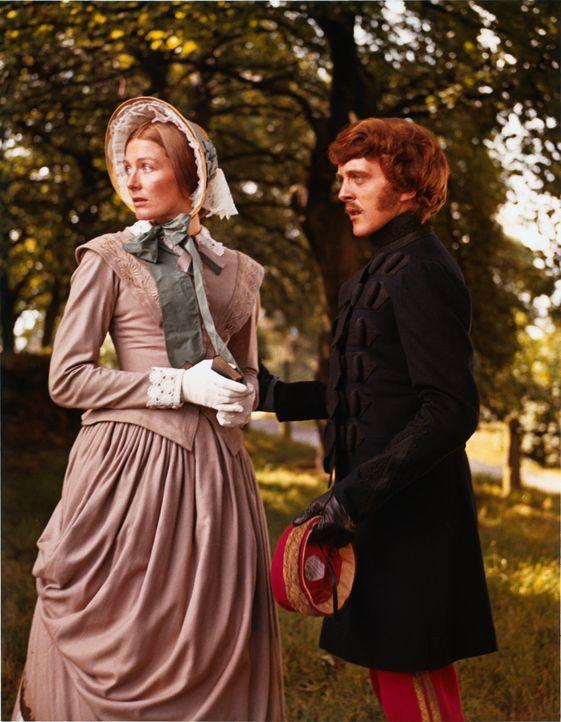 Capt. Nolan (David Hemmings, r.) verliebt sich ausgerechnet in Clarissa Codrington (Vanessa Redgrave, l.), die Frau eines Kameraden ,.. - Bildquelle: 1968 WOODFALL AMERICA, INC. All Rights Reserved.