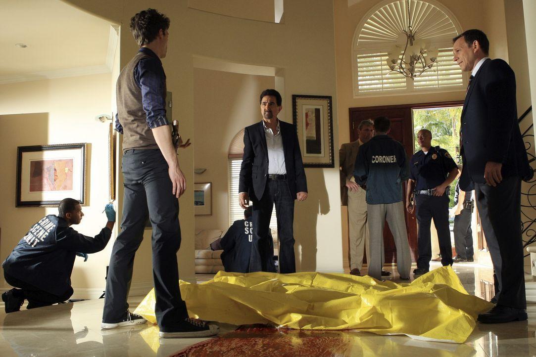 Als in San Diego in kürzester Zeit drei Studentinnen brutal ermordet werden, wird das BAU-Team dazu gezogen. Reid (Matthew Gray Gubler, 2.v.l.) und... - Bildquelle: ABC Studios