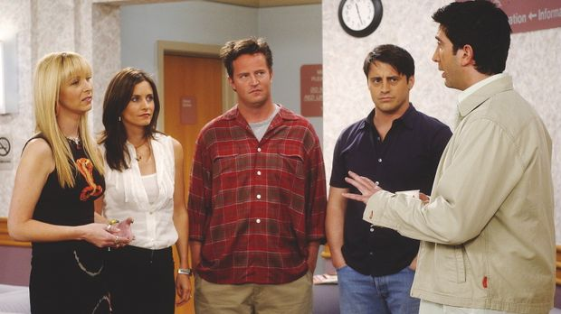 V.l.n.r.: Phoebe (Lisa Kudrow), Monica (Courteney Cox Arquette), Chandler (Ma...