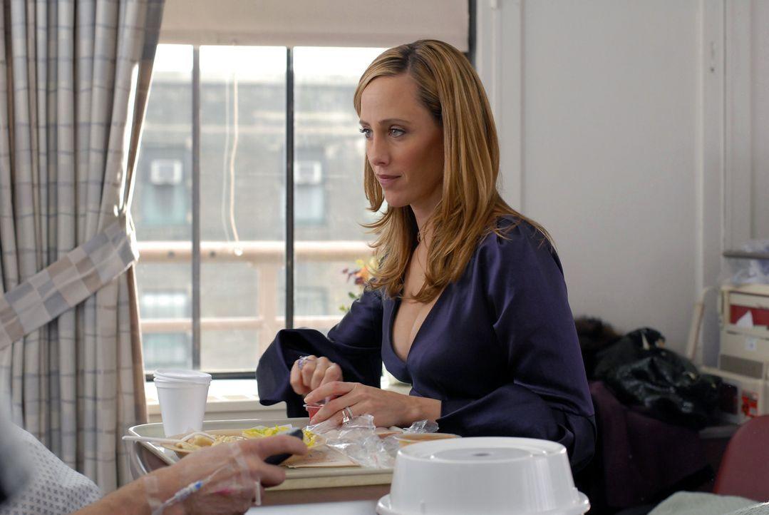 Nico (Kim Raver) merkt, wieviel ihr an ihrem Mann liegt und will deshalb die Affäre mit Kirby beenden ... - Bildquelle: 2004 NBC, Inc.