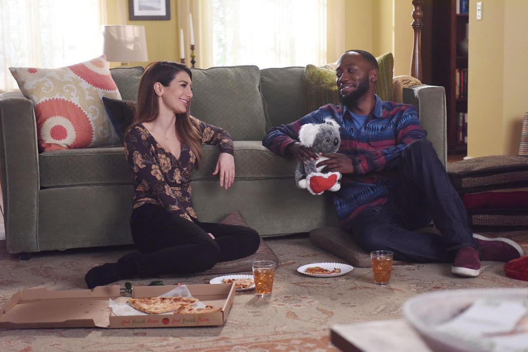 Was haben Aly (Nasim Pedrad, l.) und Winston (Lamorne Morris, r.) für Valentinstag geplant? - Bildquelle: Ray Mickshaw 2017 Fox and its related entities.  All rights reserved.