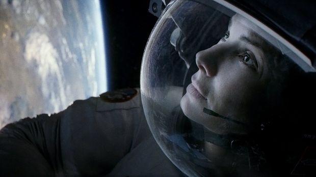 Alleine in der unendlichen Weite der Galaxie: Als ihr Shuttle zerstört wird,...