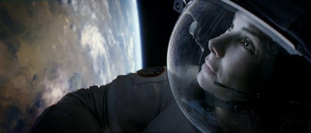 Alleine in der unendlichen Weite der Galaxie: Als ihr Shuttle zerstört wird, muss die Biomedizinerin Ryan (Sandra Bullock), die sich auf ihrer aller... - Bildquelle: Warner Brothers