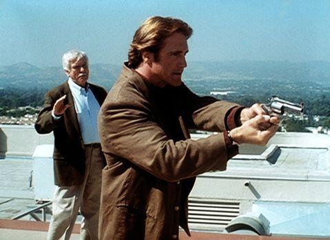 Diagnose: Mord - Steve (Barry Van Dyke, r.) hat den Mörder von Senator Bells...