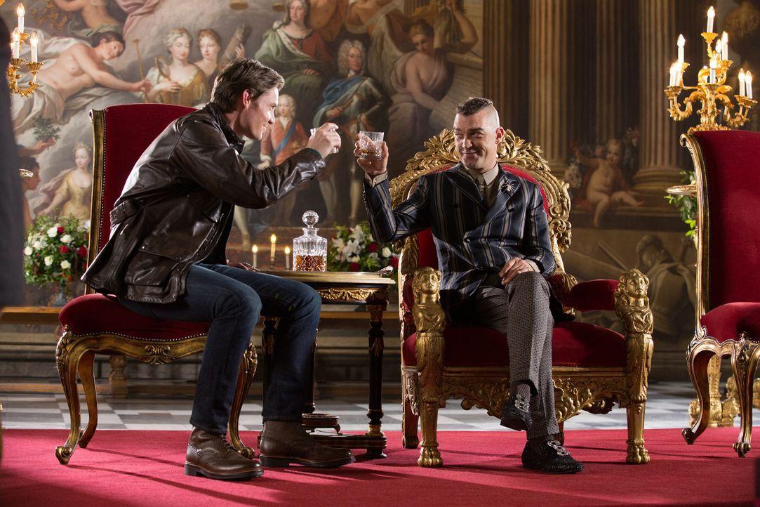Während Helena möchte, dass Robert (Max Brown, l.) der neue König wird, wird Cyrus (Jake Maskall, r.) alles tun, um dies zu verhindern ... - Bildquelle: Matt Frost 2016 E! Entertainment Television, LLC