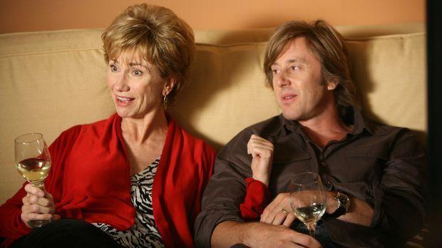 Joes (Jake Weber, r.) Mutter Marjorie (Kathy Baker, l.) ist zu Besuch. Noch a...