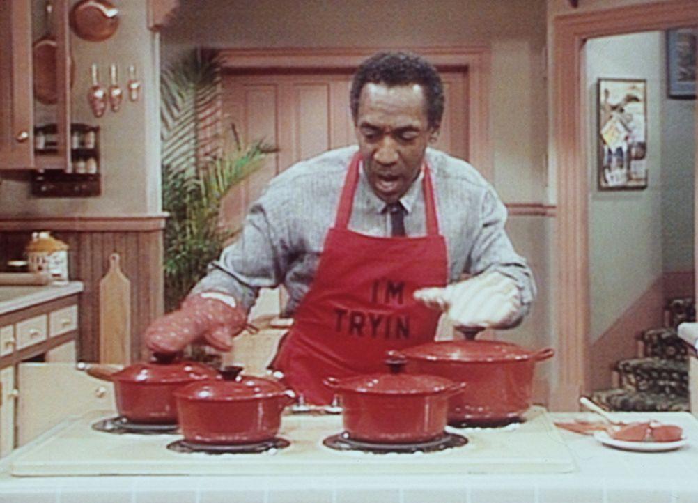 David, der neue Freund von Denise, ist zum Abendessen bei den Huxtables eingeladen, und Cliff (Bill Cosby) kocht ein Festmahl. - Bildquelle: Viacom