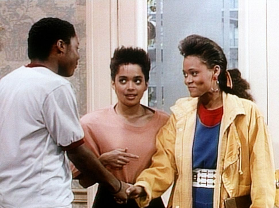 Theo (Malcolm-Jamal Warner, l.) lernt Denises (Lisa Bonet, M.) Schulfreundin Suzanne (Robin Givens, r.) kennen ... - Bildquelle: Viacom
