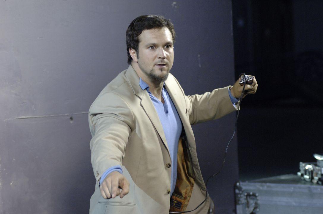 Ist dieser Mann (Louis-Philippe Dandenault) wirklich der Bombenleger des Stadions ... - Bildquelle: CBS International Television