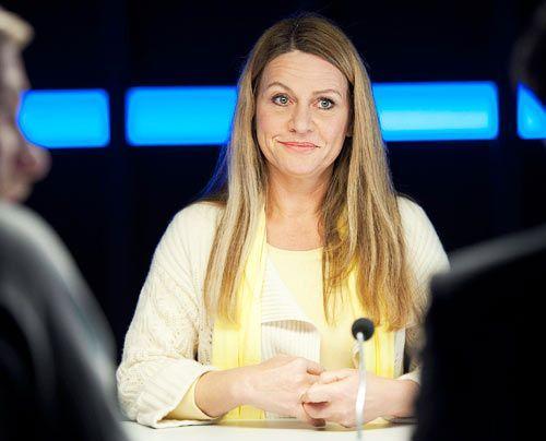 Timos Mutter Eva Schuhmann (Dana Geissler) will unbedingt den Schein der heilen Welt wahren.  - Bildquelle: Martin Rottenkolber - Sat1