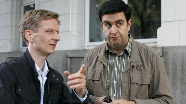 Unerwartet halten Bastian (Bastian Pastewka, r.) und Michael Kessler (Michael...