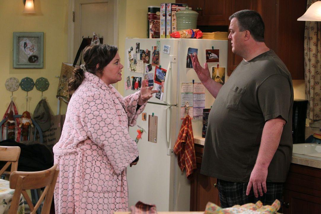 Ein ganz besonderes Thanksgivings-Fest wartet auf Molly (Melissa McCarthy, l.) und Mike (Billy Gardell, r.) ... - Bildquelle: Warner Brothers