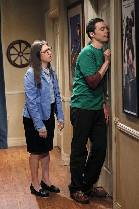 Sheldon (Jim Parsons, r.) steckt in einer Krise. Doch kann seine Freundin Amy (Mayim Bialik, l.) ihm wieder heraushelfen? - Bildquelle: Warner Brothers