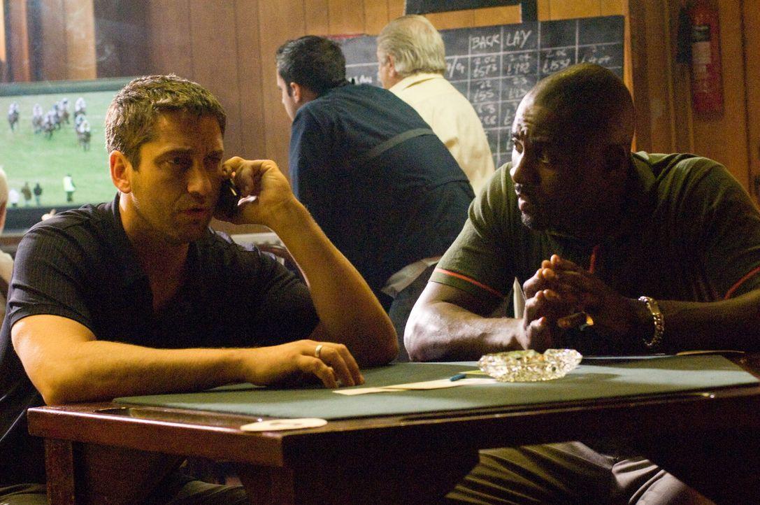 One Two (Gerald Butler, l.) und Mumbles (Idris Elba, r.) haben ein Problem, ein zwei Millionen Pfund großes Schuldenproblem! Jetzt heißt es, im rich... - Bildquelle: Warner Bros.