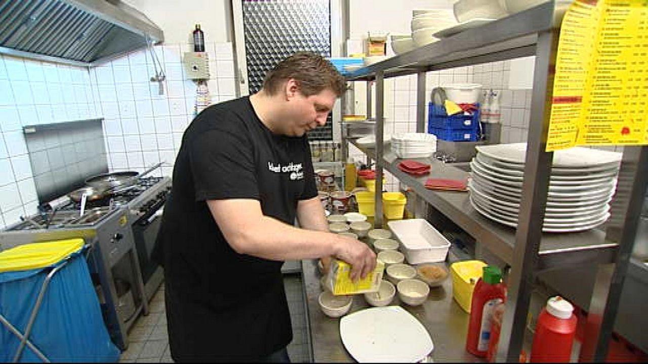 Heiko Schlingermann (37) erfühlte sich seinen Lebenstraum. 10 Jahre lang hat der gelernte Koch in einem Restaurant hinterm Herd gestanden, bis er vo... - Bildquelle: kabel eins