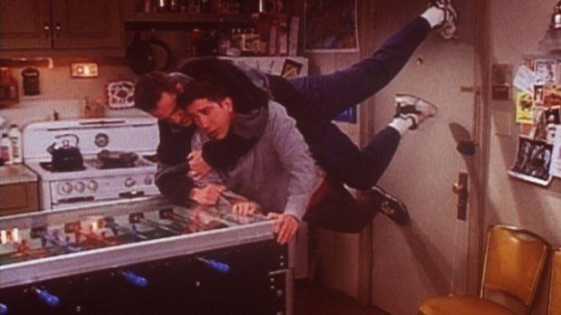 Ross (David Schwimmer, r.) will unbedingt zu Rachel, die sich mit ihrem neuen...
