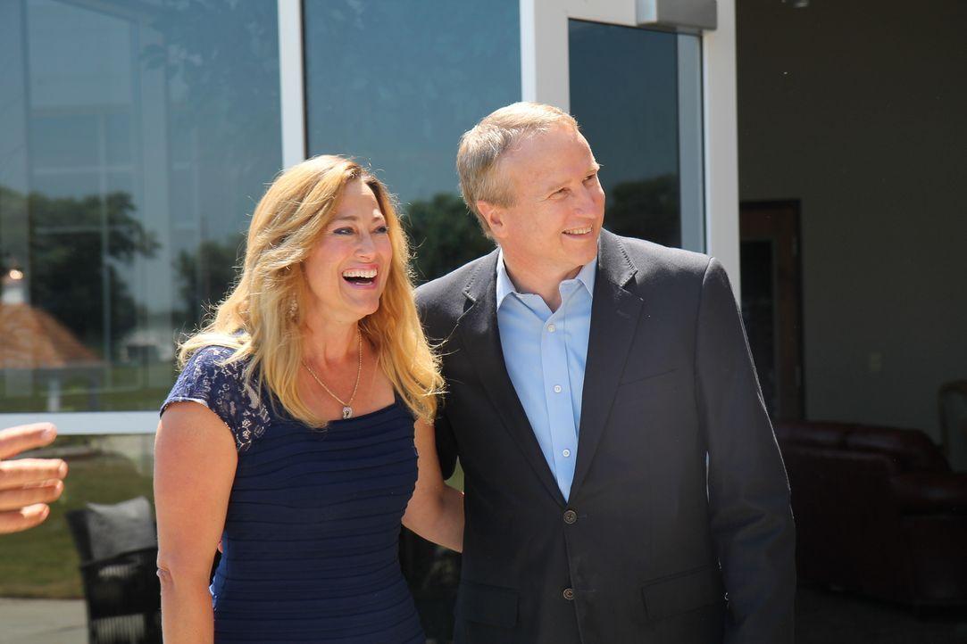 Ritch (r.) und Kimberly (l.) Boerckel sind überglücklich, dass das Grundstück der Kirche in einen überwältigenden Ort für Taufen und Hochzeiten verw... - Bildquelle: 2016,DIY Network/Scripps Networks, LLC. All Rights Reserved.