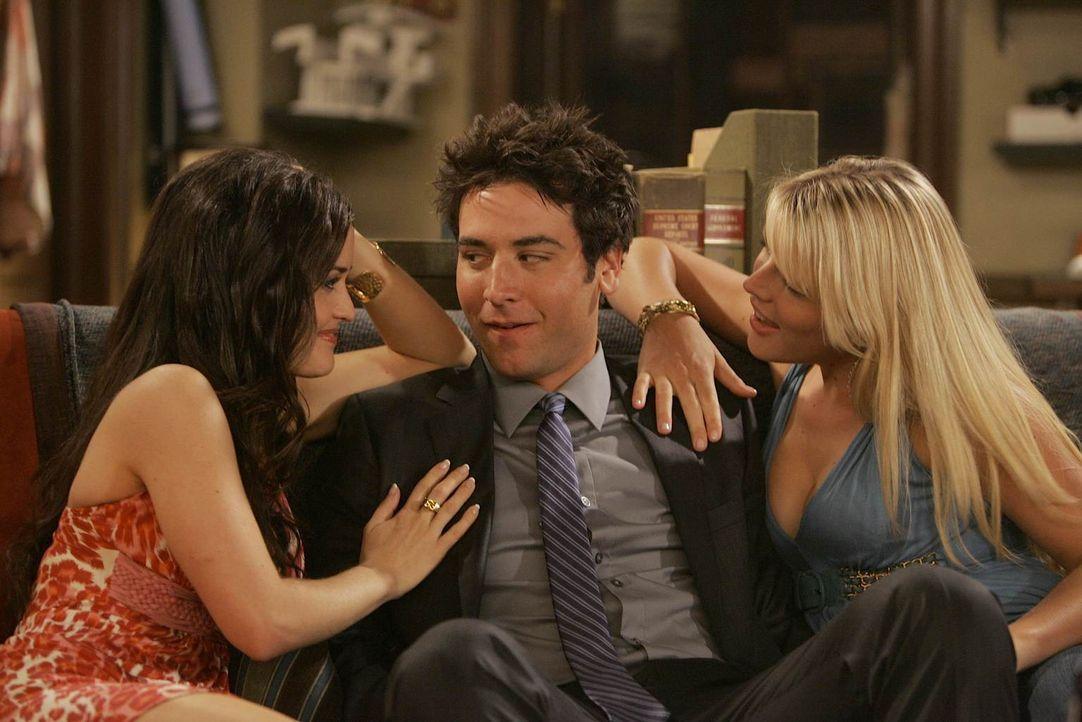 Trudy (Danica McKellar, l.) und Rachel (Busy Philipps , r.) machen Ted (Josh Radnor, M.) ein ganz besonderes Angebot ... - Bildquelle: 20th Century Fox International Television