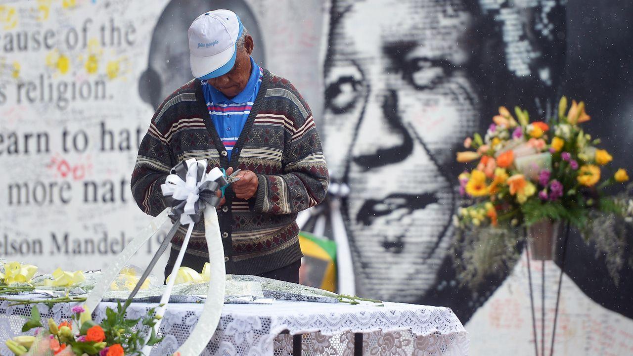 Beerdigung-Nelson-Mandela-13-12-10-09-AFP - Bildquelle: AFP