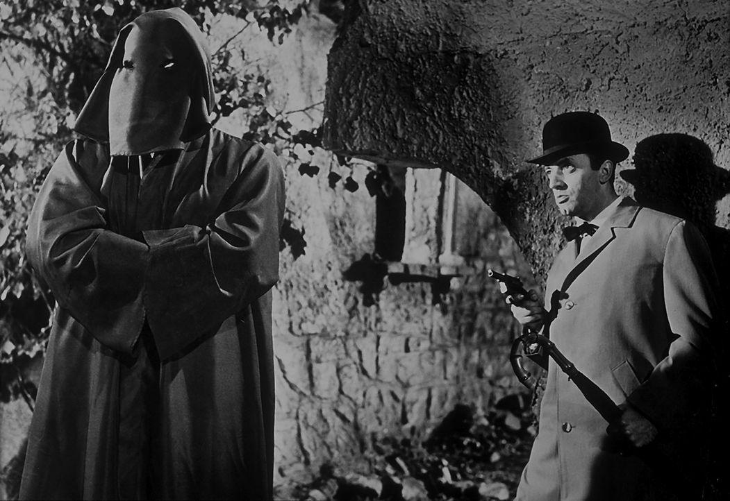 Inspektor Puddler von Scottland Yard steht vor einem Rätsel. Wer ist der geheimnisvolle schwarze Abt, der im Schloss von Lord Chelford spukt und mo... - Bildquelle: Constantin Film