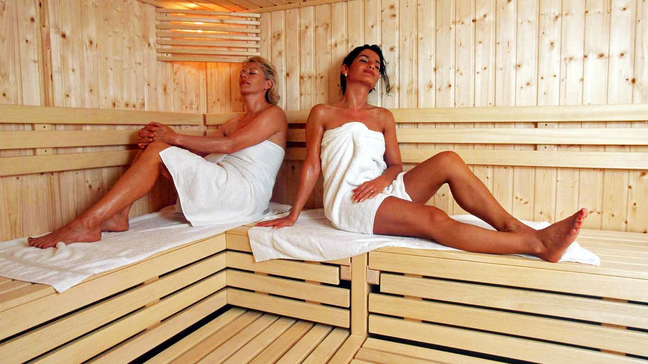 winterspecial-sauna-07-08-02-dpa - Bildquelle: dpa