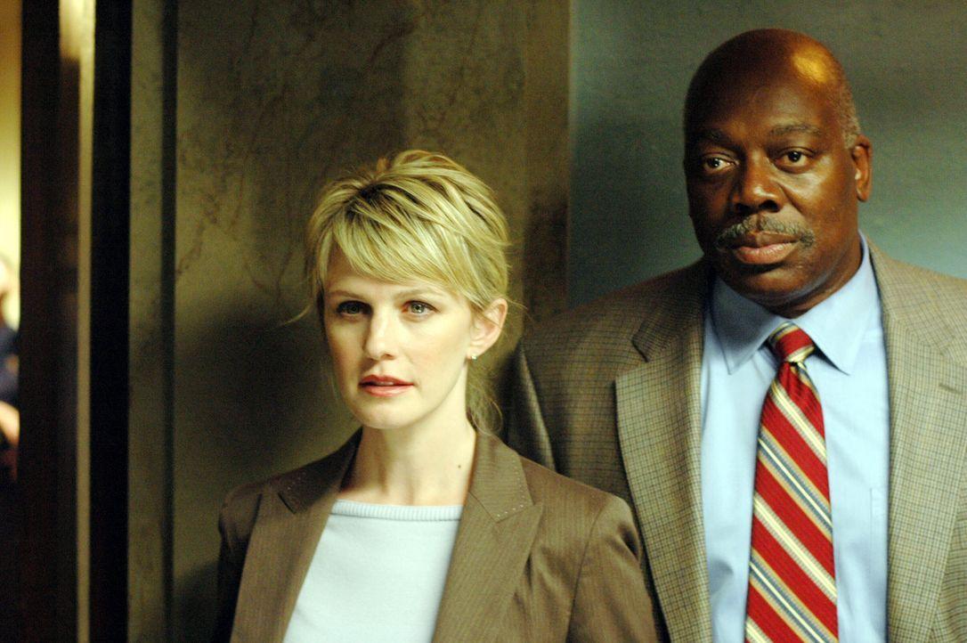 Das Alibi des Hauptverdächtigen ist lupenrein. Nun müssen Det. Lilly Rush (Kathryn Morris, l.) und Det. Will Jeffries (Thom Barry, r.) die Ermittl... - Bildquelle: Warner Bros. Television