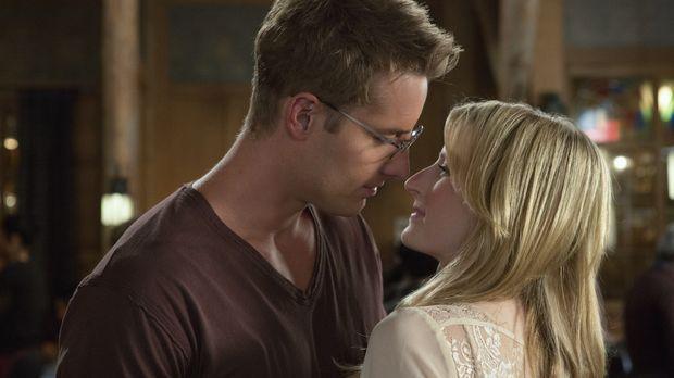 Kommen sich Emily (Mamie Gummer, r.) und Will Collins (Justin Hartley, l.) do...