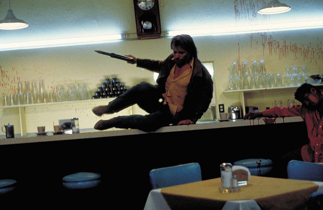 Je näher der Vampirjäger Derek Bliss (Jon Bon Jovi) der Obervampirin Una kommt, desto größer wird die Spur von Tod und Vernichtung ... - Bildquelle: 2004 Sony Pictures Television International. All Rights Reserved.