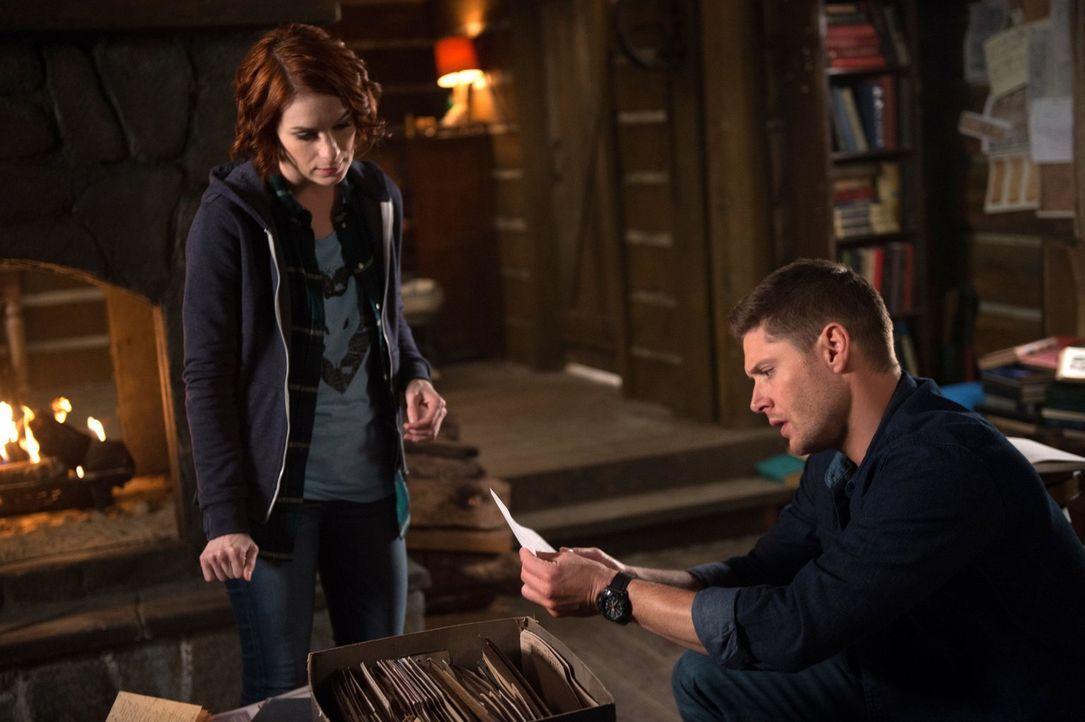 Wird Dean (Jensen Ackles, r.) herausfinden, welcher jahrhundertealte Clan Jagd auf Charlie (Felicia Day, l.) und das Buch der Verdammten macht, bevo... - Bildquelle: 2016 Warner Brothers