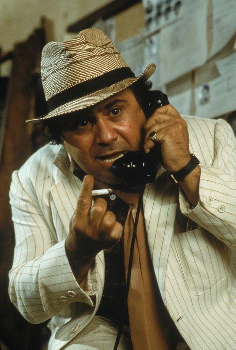 Der Gangster Ralph (Danny DeVito) macht auf der Suche nach dem wertvollen grünen Diamanten vor nichts und niemandem Halt ... - Bildquelle: 1984 Twentieth Century Fox Film Corporation.  All rights reserved.