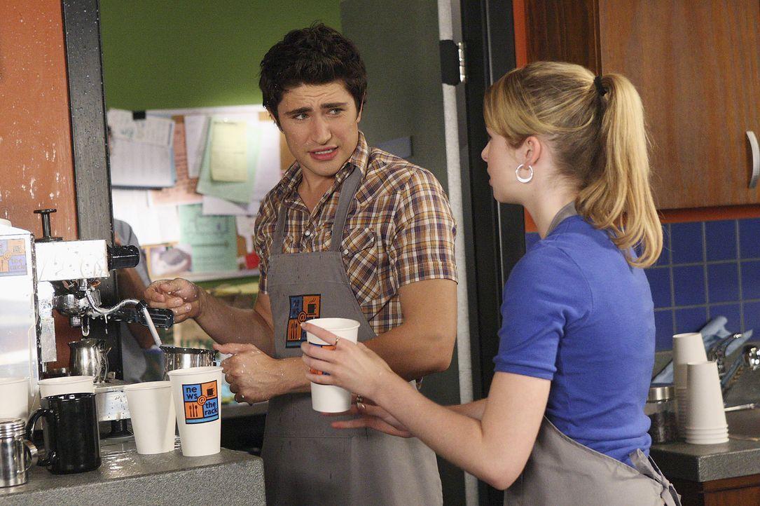 Kyle (Matt Dallas, l.) und Amanda (Kirsten Prout, r.) sorgen im Cafe für viel Chaos ... - Bildquelle: TOUCHSTONE TELEVISION