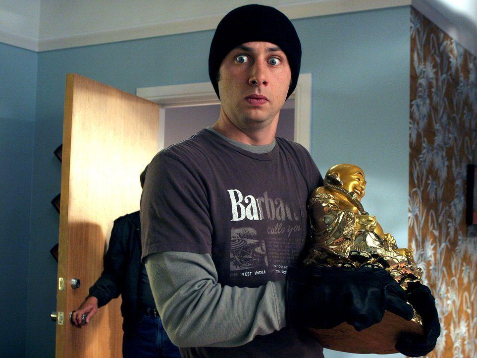 J.D. (Zach Braff) hilft dem Hausmeister beim Umzug, doch als er sich verdrückt stehen plötzlich die eigentlichen Besitzer der Wohnung in der Tür, da... - Bildquelle: Touchstone Television