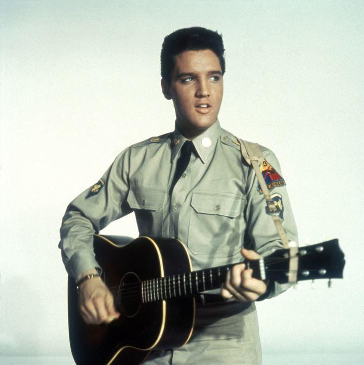 Tulsa (Elvis Presley), Cookie und Rick, drei amerikanische Soldaten, die in Deutschland ihre Dienstzeit verbringen, haben eine Musik-Combo gegründet und spielen in ihrer Freizeit in Tanzlokalen. So hoffen sie genügend Geld zu verdienen, um nach ihrer Entlassung aus der Armee in den Staaten einen Nachtclub eröffnen zu können ...