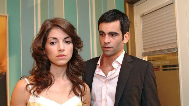Mariella (Bianca Hein, l.) ist es leid, dass David (Mathis Künzler, r.) ihr s...
