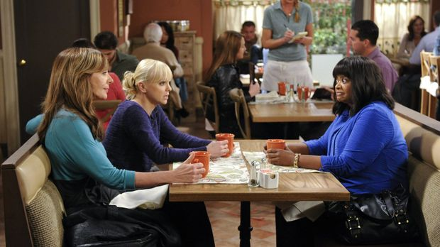 Regina (Octavia Spencer, r.) vertraut Bonnie (Allison Janney, l.) und Christy...