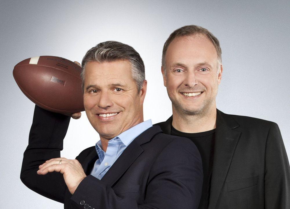 """ran an den Super Bowl XLVII: Das """"ran""""-Moderatoren-Duo Frank Buschmann (r.) und Jan Stecker (l.) kommentieren die drei Spiele der Playoffs. - Bildquelle: Benedikt Müller SAT. 1"""