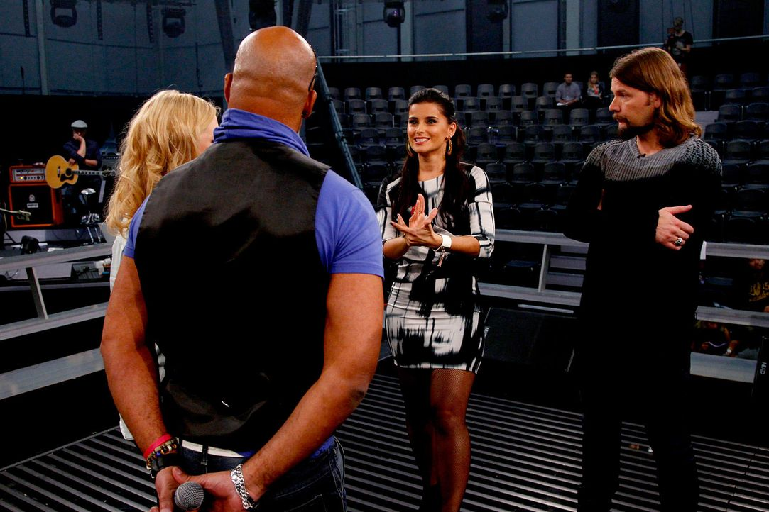 battle-rayland-vs-ronja-nelly-furtado-01-the-voice-of-germany-huebnerjpg 1700 x 1133 - Bildquelle: SAT1/ProSieben/Richard Hübner