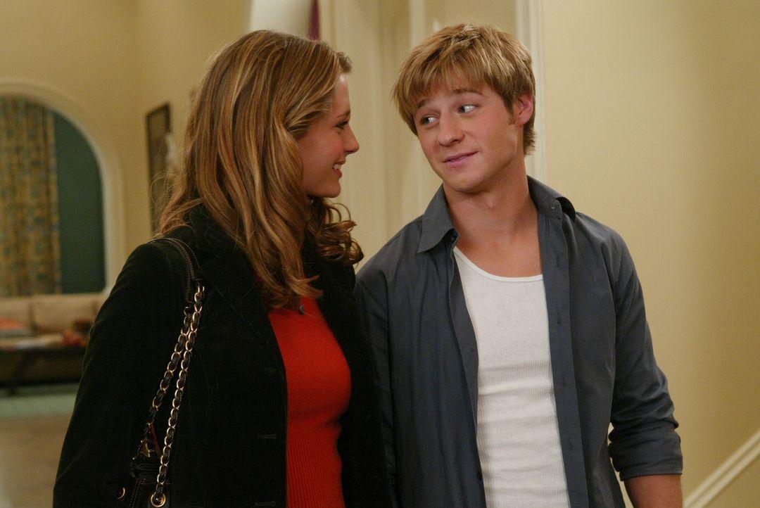 Kurz vor Thanksgiving bekommt Ryan (Benjamin McKenzie, r.) einen Anruf von seinem Bruder Trey, der ihn bittet, ihn im Gefängnis zu besuchen. Mariss... - Bildquelle: Warner Bros. Television